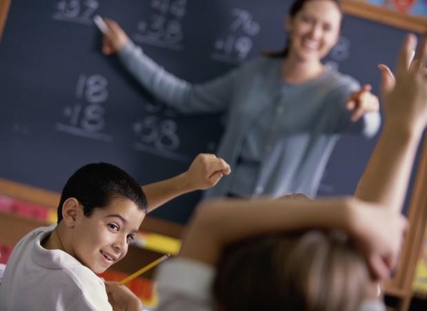 escola-lousa-alunos